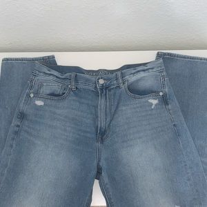 💙American Eagle Distressed Mom Jeans